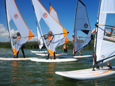 Windsurfplank en zeil beginner Windsurfschool leerwindsurfen les windsurf zeil north sails