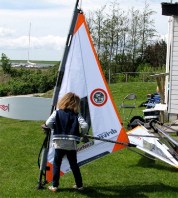 beginner windsurf materiaal Wind surf school leerwindsurfen surfles north sails kinder zeil