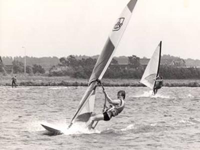 Windsurf actie foto van Cor van Duijn, instructeur Leerwindsurfen