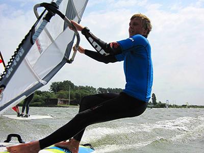Windsurf actie foto van Thomas Mooij, instructeur Leerwindsurfen